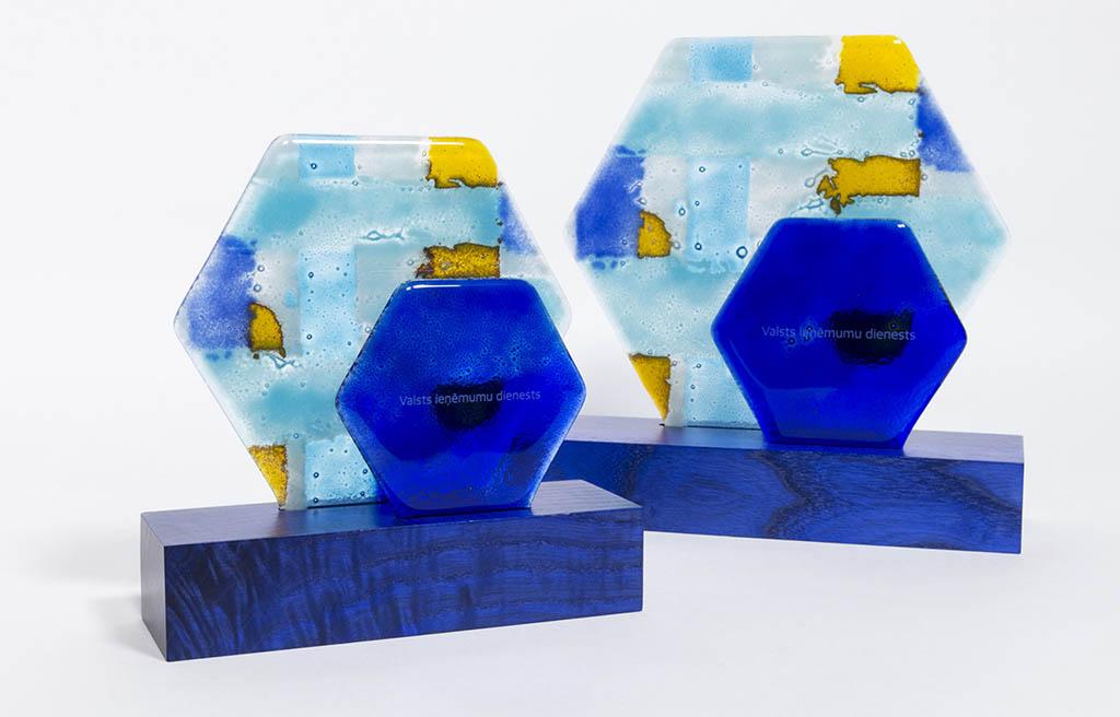 VID balvas — stikla dizaina priekšmeti Parnass