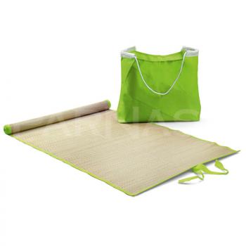 Pludmales soma ar paklājiņu