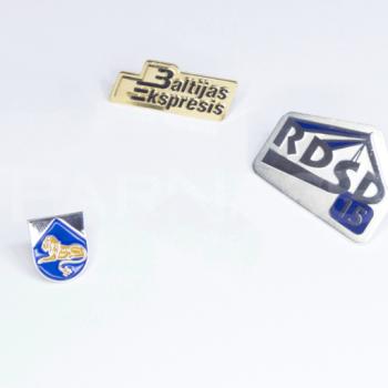 Speciāla dizaina metāla nozīmītes ar emaljas ieklājumu
