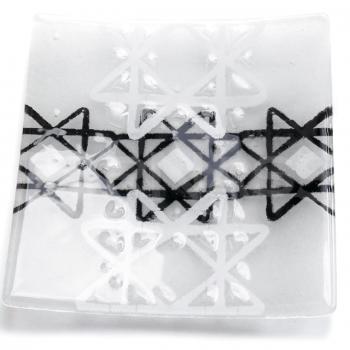 Stikla dizaina šķīvis Zemes dienests