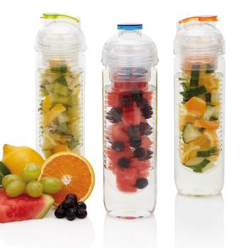 Ūdens pudele ar augļu sietiņu
